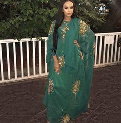 Somali woman Modest Outfits, Modest Fashion, Stylish Outfits, Somali Dirac, Somali Wedding, Ankara Long Gown Styles, Islamic Clothing, Weeding, African Fashion