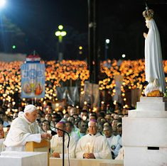 Pope Benedict XVI at Our Lady of Fatima Basilica, Fatima Portugal - Bing Images Blessed Mother Mary, Blessed Virgin Mary, Catholic Saints, Roman Catholic, Fatima Portugal, Mein Land, Pope Benedict Xvi, Lady Of Fatima, Mama Mary