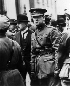 August Irish politician and Sinn Fein leader Michael Collins - attends the funeral of the Irish Free Stater and founder of Sinn Fein, Arthur Griffith. One week later Collins was killed Ireland 1916, Ireland Map, Dublin Ireland, Irish Independence, Irish Republican Army, Irish News, Erin Go Bragh, Michael Collins, Black Clover Anime