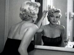 """Marilyn Monroe very determined Hollywood girl who knew what she wanted and went for it. """"Hollywood is a place where they'll pay you a thousand dollars for a kiss and fifty cents for your soul. Hollywood Glamour, Classic Hollywood, Old Hollywood, Hollywood Stars, Hollywood Room, Hollywood Makeup, Hollywood Homes, Hollywood Fashion, Divas"""