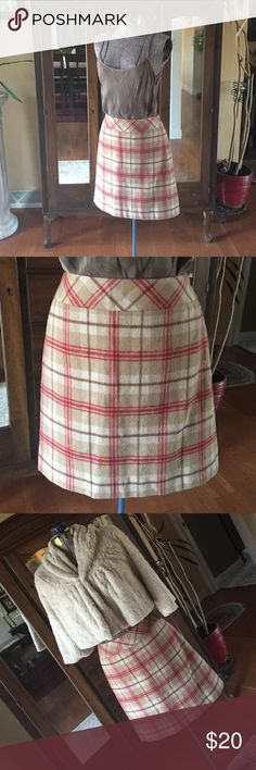 Ann Taylor Loft Skirt Loft mini skirt. So versatile, wear with boots, flats or heals. Plaid wool fabric lined for comfort. Hardly worn, like new.  Want the whole outfit? Jacket is for sale also. Bundle and save 15% 🍁 Ann Taylor Skirts Mini