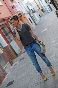 boyfriend jeans & yellow pumps & statement necklace with tee