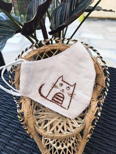 Embroidery Sampler, Simple Embroidery, Hand Embroidery, Embroidery Designs, Cat Face Mask, Easy Face Masks, Parfait, Crochet Mask, Cat Crafts