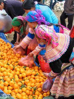 hmong market in sapa vietnam