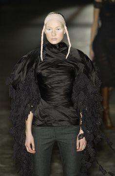 Alexander McQueen Fall 2002 Ready-to-Wear