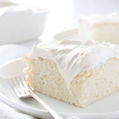 This delicious white cake hits the spot when you have a craving for cake! To make this cake you will need: White snack cake recipe (below) Vanilla buttercream recipe pan Köstliche Desserts, Delicious Desserts, Dessert Recipes, Parfait Desserts, Homemade Desserts, Health Desserts, Food Cakes, Cupcake Cakes, Snack Cakes