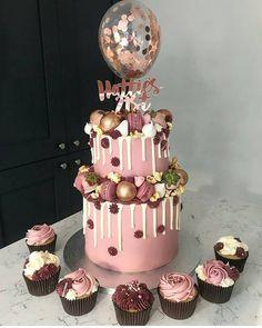 A imagem pode conter: comida in 2019 50th Birthday Cake For Women, Birthday Cake For Women Elegant, Birthday Cake For Husband, Funny Birthday Cakes, Elegant Birthday Cakes, Homemade Birthday Cakes, Beautiful Birthday Cakes, Birthday Cake 21 Girl, 21st Birthday