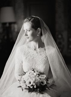 Photography: Lisa Lefkowitz  classy as f. i love a good bridal portrait.