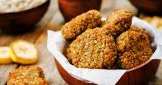 Diese Apfel-Kokos-Cookies sind glutenfrei und werden ganz ohne zusätzlichen Zucker gebacken. Nüsse und Chia-Samen haben dabei einen hohen Nährwert.