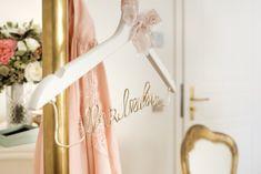 ... ein leerer Kleiderbügel, das Brautkleid ist angezogen! Bad Saarow, Love Story, Wedding Day, Bridal Gown