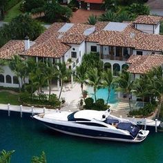 Waterfront mansion! Would you live here? Courtesy of: @dirtyfeelings  #StayGold