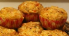 Hei!  Tein yksi ilta tälläisiä suolaisia muffinsseja ja olivat kyllä hyviä! Ohjeen löysin Maijun Pienet herkkusuut-blogista . Kiitokset sii... Feta, Cooking, Breakfast, Cup Cakes, Breads, Red Peppers, Kitchen, Morning Coffee, Bread Rolls
