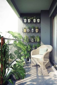 35 balcony garden ideas for small apartment - balcony decoration ideas in every unique detail Garden Garden apartment Garden ideas Garden small Small Balcony Design, Small Balcony Garden, Small Balcony Decor, Vertical Garden Wall, Balcony Plants, Small Patio, Apartment Balcony Garden, Bedroom Balcony, Apartment Balcony Decorating