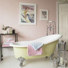 Awesome How To Create The Perfect Pastel Bathroom Impressionante como criar o banheiro Pastel perfeito Pastel Bathroom, Vintage Bathroom Decor, Vintage Bathrooms, Rustic Bathrooms, Bathroom Colors, Bathroom Yellow, Vintage Tub, Bathrooms Decor, Vintage Decor