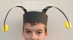 Needing some antennae for dressing up? We have free instructions for a grasshopper antennae headband and a bee, ladybug or other insect antennae headband! Insect Crafts, Bug Crafts, Paper Crafts, Bee Crafts For Kids, Diy For Kids, Craft Kids, Disfraz Peter Pan, Bug Costume, Mouse Costume