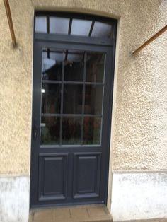 Porte Profel PVC/ALU gris anthracite<br>Clément de Freneuse pose de nombreuses portes d'entrée à Vernon et Evreux.