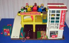 Fisher Price Parking Ramp And Service Center 1970s Childhood, My Childhood Memories, Childhood Toys, School Memories, Fisher Price Toys, Vintage Fisher Price, Retro Toys, Vintage Toys, Toy Garage