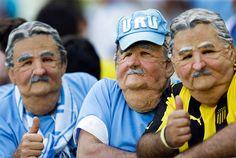 烏拉圭的球迷們!他們不是老爺爺唷!這是他們戴上面具後的樣子啦