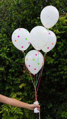Cover balloons in neon office supply stickers for simple & colorful summer party decor!