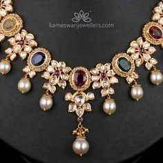 diamond choker necklaces that look beautiful. Gold Jewelry Simple, Silver Jewelry, Silver Earrings, Gold Jewellery Design, Kundan Jewellery Set, Kundan Set, Antique Jewellery, Necklace Online, Jewelry Patterns