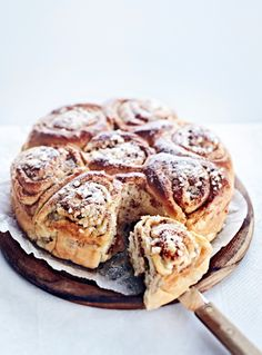 Round snails cake with banana and cinnamon   Rund sneglekage med banan og kanel - Kage - Bagværk - Mad