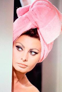 """""""Beauty is how you feel inside, and it reflects in your eyes."""" Sophia Loren 