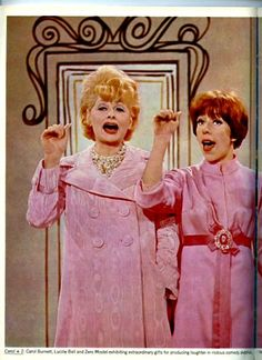 Lucille Ball and Carol Burnett. I Love Lucy, Classic Hollywood, Old Hollywood, Lucille Ball Desi Arnaz, Lucy And Ricky, Carol Burnett, Celebrity Photos, American Actress, Movie Stars