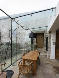 Conservatory dining terrace rustic glass room industrial modern Source by greenvamom Exterior Design, Interior And Exterior, Conservatory Kitchen, Modern Conservatory, Conservatory Extension, Glass Extension, Rear Extension, Glass Room, Glass Boxes