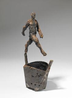 """JAIME DE CÓRDOBA """"Trás la humareda 2010. Hombre caminando sobre el Brasero"""" Hierro colado y fuego. 38x14x9cm"""