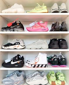 Yeezy Sneakers, Yeezy Shoes, Shoes Sneakers, White Sneakers, Kicks Shoes, Sneakers Adidas, Yeezy Fashion, Adidas Fashion, Mens Fashion
