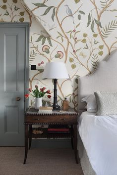 Master Bedroom in a Thames side townhouse by hàm interiors featuring Lewis and wood wild thing wallpaper wallpaper Henley Townhouse — Interior Design Small Master Bedroom, Home Bedroom, Modern Bedroom, Bedroom Furniture, Bedroom Ideas, Master Bedroom With Wallpaper, Wallpaper Bedroom Vintage, Furniture Ideas, Cottage Wallpaper