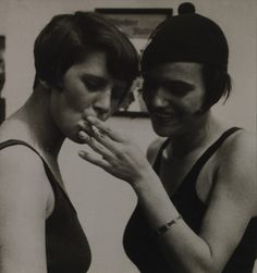 Henry Guttmann, Two Girls Smoking, Berlin, 1929