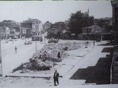 Kadıköy Çarşı Meydanı, geniş açılı olması sebebiyle çok değerli bir fotoğraf.