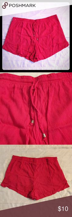 Derek Heart Rose Colored Flowy Shorts Size 3x Derek Heart Rose Shorts NWOT Plus Size 3x  Measurements  Waist 20 Inches (40 Inches Total) Outseam 14 Inches Inseam 3 Inches  Pictures look red, but the real COLOR is more like a rose. They are a chiffon type of material. These shorts have an elastic waist. Very cute for the summer. Bought them for my Aunt but they were not the right size. Derek Heart Shorts