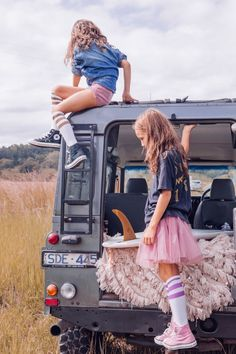 Tulle and converse - so cute!