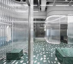 created an ice palace made of acrylic, glass, mirrors and marble for the Geijoeng Concept Store in Shenzhen. Retail Interior Design, Retail Store Design, Interior And Exterior, Retail Stores, Acrylic Tube, Acrylic Rod, Visual Merchandising, Terrazo, Glass Brick