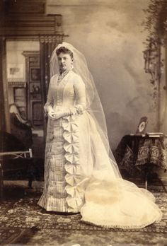 Florence Folger married William A. Webster in 1887 - Victorian Wedding Fashion – 27 Stunning Vintage Photos of Brides Before 1900 Vintage Wedding Photos, Vintage Bridal, Vintage Weddings, Country Weddings, Lace Weddings, Romantic Weddings, Wedding Pictures, Wedding Bride, Wedding Gowns