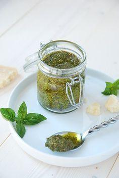 pesto de basilic Pesto Sauce, Pesto Recipe, Piccalilli, Cooking Sauces, Marinade Sauce, Pause, Sugar Free Recipes, No Cook Meals, Cooking Time