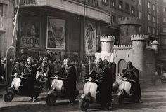 Cabalgata de Reyes de 1961 en Gran Vía frente al cine Capitol.