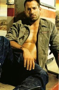 Johnny Messner | Known for his work in films such as Tears of the Sun, The Whole Ten Yards, Hostage, Running Scared & Anacondas: Hunt for the Blood Orchid