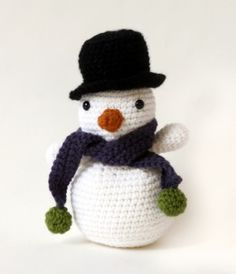 Crochet Amigurumi Snowman free pattern.
