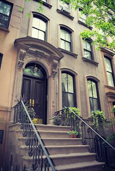 Carrie Bradshaw's appartment in NY -66 Perry Street (Between Bleecker and West 4th)