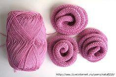 Até eu que não entendo nada de tricô faria esta rosa. Superfácil.