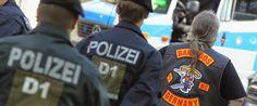 La Mafia  e`anche in tua citta       *       Die Mafia ist auch in deiner Stadt  : Rocker infiltrieren die Polizei