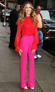PRABAL GURUNG, 2011 Sarah Jessica Parker sat down with David Letterman in a vermilion Prabal Gurung cape blouse and hot pink trousers I Love Fashion, Passion For Fashion, Fashion Idol, Looks Chic, Prabal Gurung, Street Style Looks, Mode Inspiration, Fashion Inspiration, Mode Style