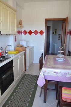 Anzio, Fronte Mare  Proponiamo in vendita appartamento ristrutturato con ingresso, posto al primo piano. PREZZO RIBASSATO A 150.000€