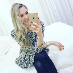 Night  Night de princessss depois de passar pelas mãos das super girls @liviabier @misanthos e @catiamega41 da @esteticamegahairnh ... Delícia começar o finde de unhas e cabelos lindos né????  #oba #amo #beuty #instabeuty #instablogger #nails #hair #lookdodia #ootd #dicadalu #cabelosloiros #loirosaudavel #tonalizante