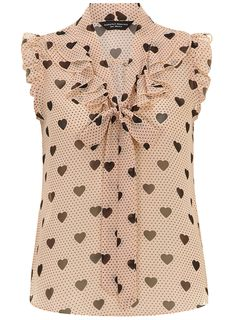 Blush heart ruffle front top - Summer in the City - Clothing See this and similar Dorothy Perkins blouses - Blush and black spot and heart print ruffle front pussybow blouse. I love the femininity of this blouse Todd Perkins. I could see it paired with a Blouse Styles, Blouse Designs, Dress Patterns, Sewing Patterns, Heart Print, Look Chic, Work Attire, Mode Style, Cute Tops