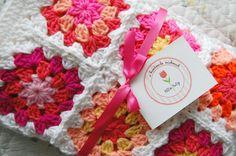 Sonderanfertigung - leuchtend rosa und Orange Patchwork Baby Oma Square afghanischen Decke Baby-Dusche-Geschenk von tillietulip auf Etsy https://www.etsy.com/de/listing/169237394/sonderanfertigung-leuchtend-rosa-und