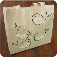 Painted Bags, Hand Painted Canvas, Bird Applique, Diy Sac, Diy Tote Bag, Embroidery Bags, Jute Bags, Fabric Bags, Cloth Bags